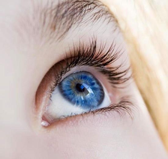 С помощью лазера можно изменить цвет глаз с карего на голубой