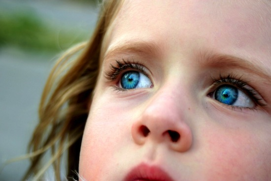 На самом деле голубого цвета глаз не существует