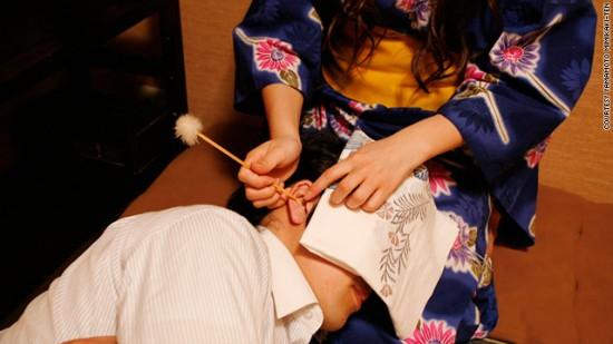 В Японии есть салоны профессиональной чистки ушей