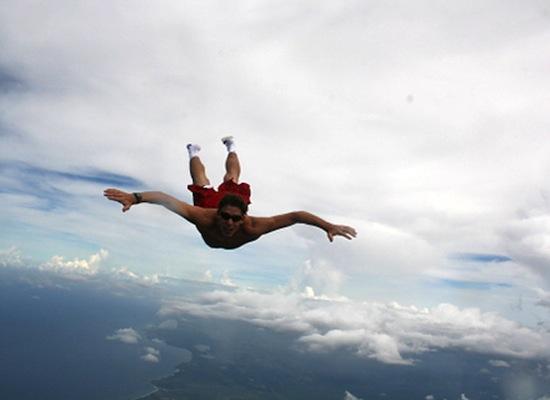 Банзай-парашютисты прыгают с самолёта без парашюта
