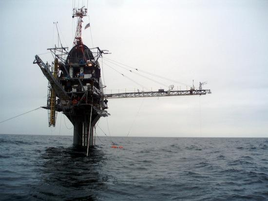 Исследовательское судно RP FLIP может переворачиваться из горизонтального в вертикальное положение
