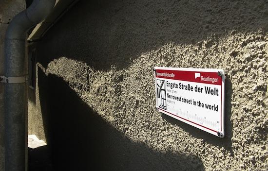 Ширина самой узкой улицы в мире - от 31 до 50 см