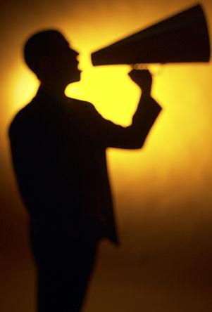 Люди слышат свой голос иначе, чем окружающие, потому что слышат его сквозь воду и воздух