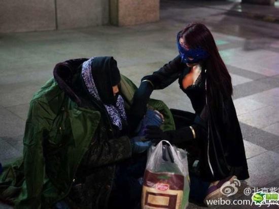 В Китае есть настоящая девушка-супергерой по имени Chinese Redbud Woman