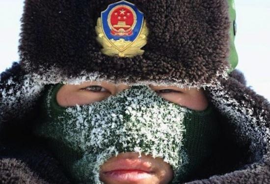 Китайские солдаты играют в «горячую картошку» настоящими гранатами