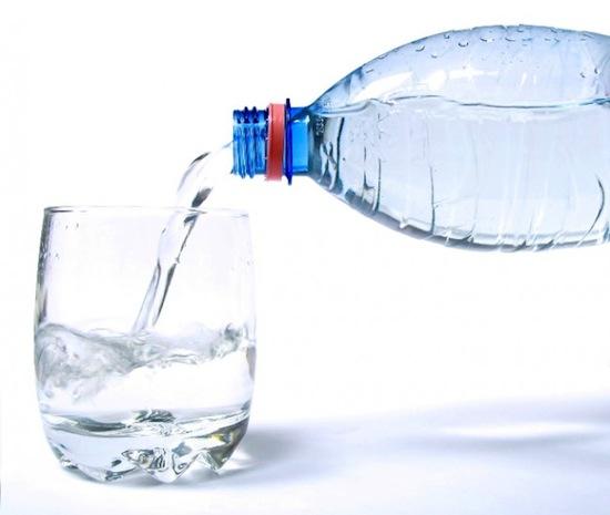 Necesito beber 8 vasos de agua al día.