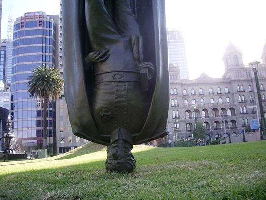 В Мельбурне есть перевёрнутый памятник