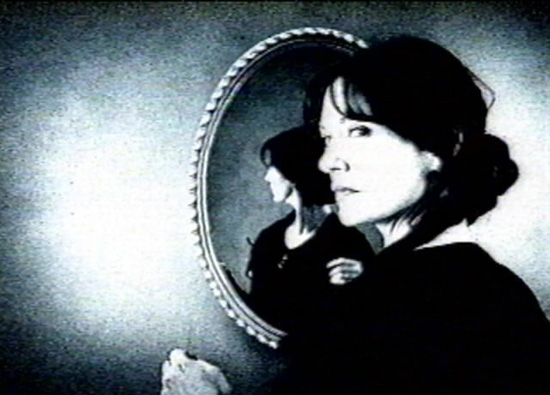 Смотреться в зеркало вредно для психики