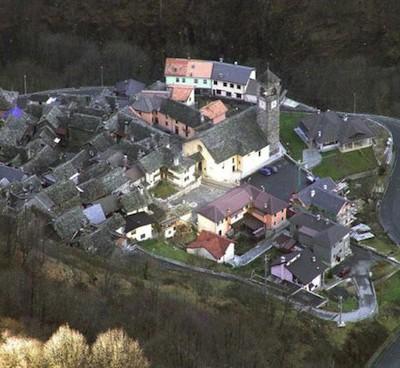 В Италии есть деревня, которая освещается зеркалом