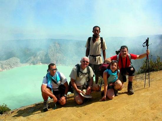 В Индонезии есть озеро, кислотность которого равна кислотности автомобильного аккумулятора