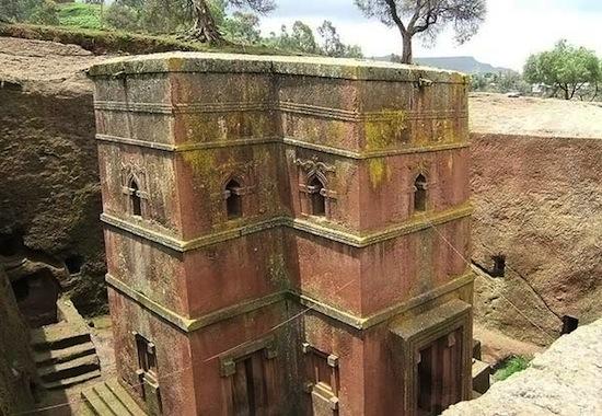 Скальные церкви в Лалибэле строили не вверх, а вниз