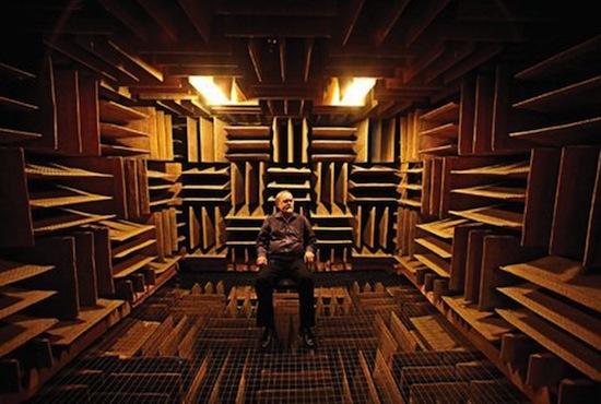 Безэховая камера в лаборатории Орфилда поглощает 99,99% звуков