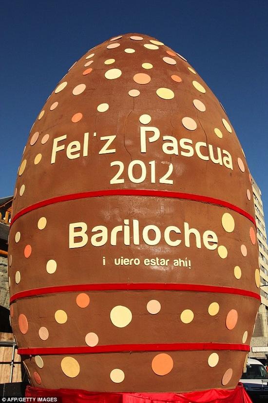 Самое большое пасхальное яйцо в мире весит 4 тонны