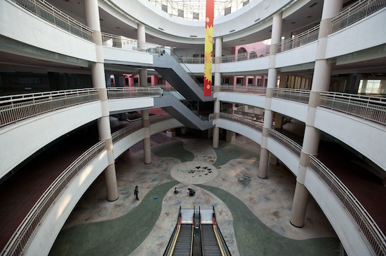 Самый крупный торговый центр в мире на 99% пуст