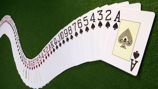 Число возможных перестановок в колоде карт составляет приблизительно 8×1067