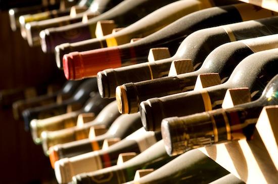 Благодаря кавитации можно открыть бутылку вина, просто ударив её о стену или пол
