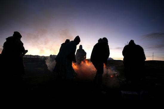 Индейцы племени аймара представляют время «задом наперёд»
