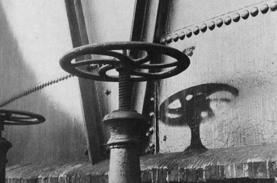 Изображения силуэтов предметов в местах ядерного взрыва называются «Тени Хиросимы»