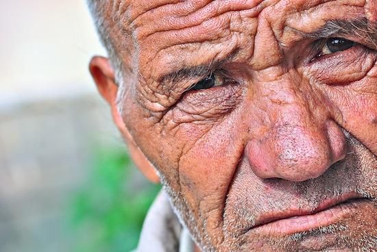 Молодые люди не умеют читать эмоции по морщинистым лицам