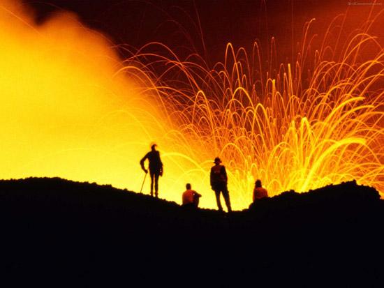 Если вы упадёте в жерло вулкана, вы не утонете в лаве, а прилипните к ней