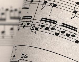 Если закольцевать воспроизведение фразы, вы будете слышать её как песню