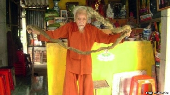 Вьетнамец Нгуен Ван Цзянь не стриг волосы 70 лет и 30 лет не мыл их