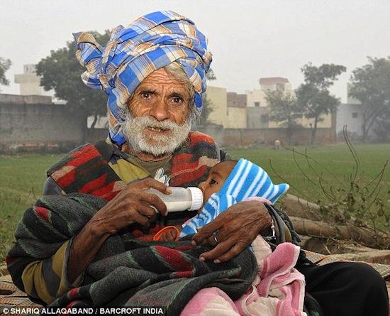 Старейшему отцу в мире 96 лет