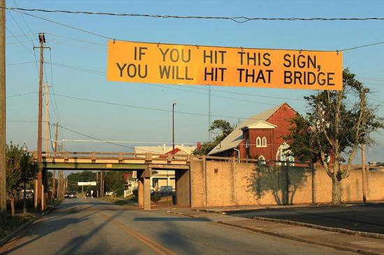 В США есть мост, срывающий крыши