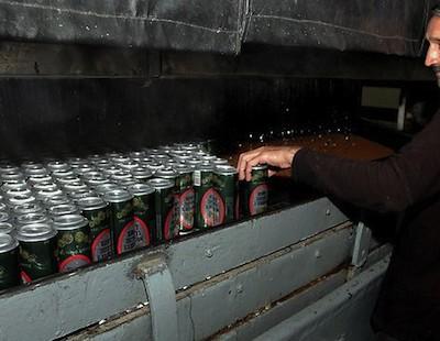 Несмотря на то, что в Пакистане 98% населения запрещено употреблять алкоголь, в нём есть пивзавод