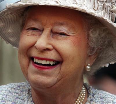 У королевы Великобритании нет паспорта