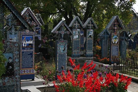 В Румынии есть Весёлое кладбище