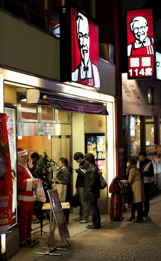 В Японии на Рождество принято есть цыплят из KFC