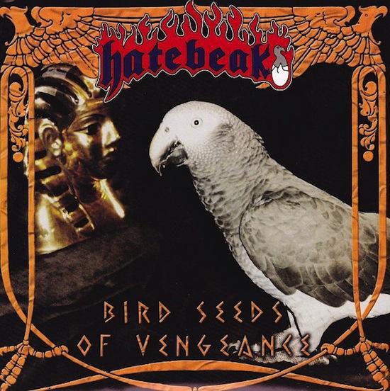 В группе Hatebeak вокалистом является попугай