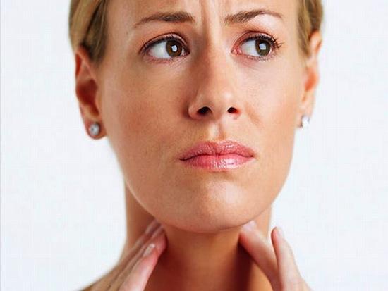 Комок в горле вызван расширением голосовой щели