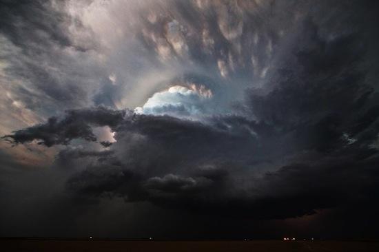 В грозовых облаках содержатся бактерии, способные влиять на погоду
