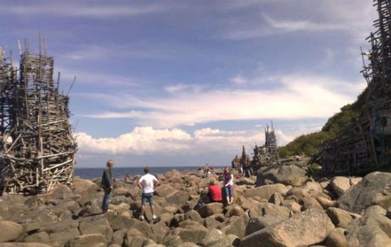 Гимном Ладонии является звук камня, брошенного в воду