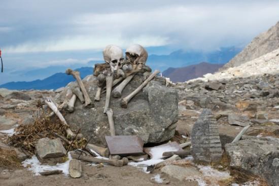 В Индии есть озеро, полное скелетов