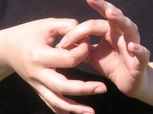 Даже люди, говорящие на языке жестов, могут иметь акцент