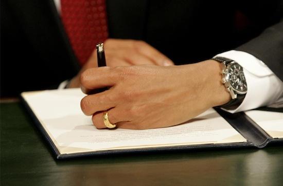 Чем больше подпись вашего босса, тем вероятнее, что он склонен к нарциссизму