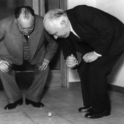 Нильс Бор и Вольфганг Паули, 1954 год