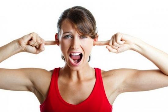 В стрессовом состоянии женщины становятся гиперчувствительными к шуму
