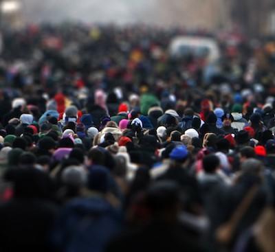 Мнение о том, что при чрезвычайных обстоятельствах люди впадают в панику, поддавшись психологии толпы, вероятно, является ошибочным