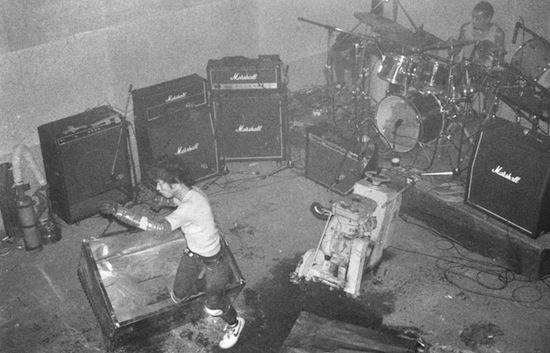 Группа давала настолько опасные концерты, что зрители должны были до начала шоу подписать отказ от претензий