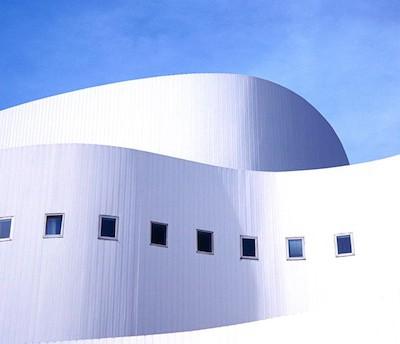 Белые крыши домов понижают температуру в городе
