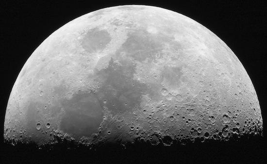 Деннис Хоуп — главный продавец территорий Луны на Земле