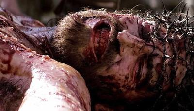 Возможно, Джеймс Кэвизел был поражён молнией на кресте во время съёмок фильма «Страсти Христовы»