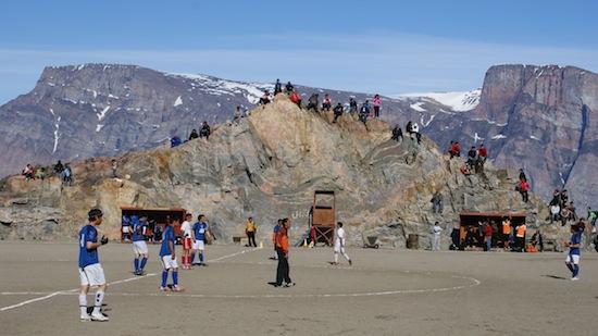 Гренландия не может вступить в ФИФА, потому что на острове растёт слишком мало травы