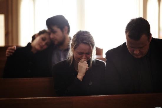 В Великобритании вы можете заказать профессионального плакальщика для похорон