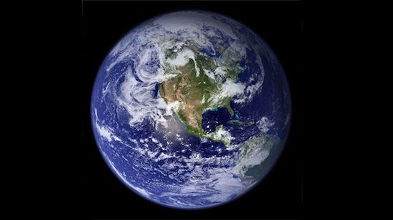 Посмотрите, как выглядела бы Земля, будь у неё такие же кольца, как у Сатурна