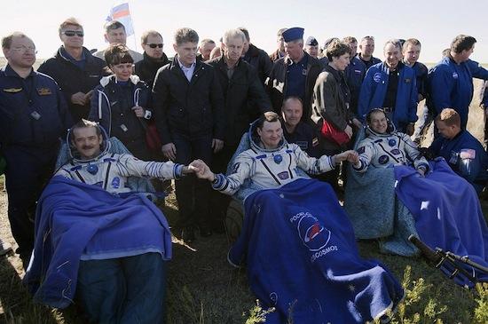 Команда космического корабля «Союз ТМА-07М» после приземления
